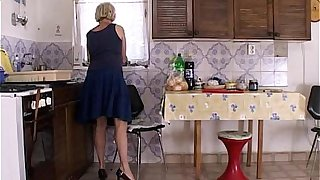 Early Morning Breakfast Fuck With A Blonde Stepmom